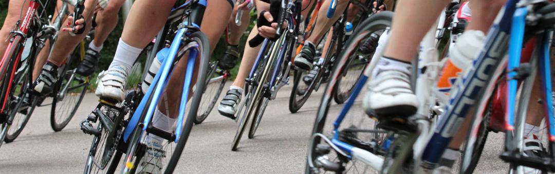 Fanatiek trainen voor vrouwen met een racefiets…