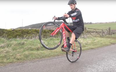 Wheelie maken met je racefiets